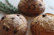Naneli Zeytinli Küçük Ekmekler