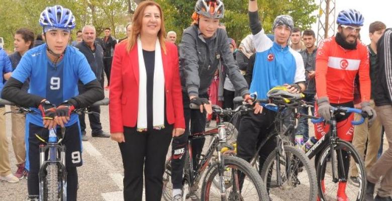Başkan Zehra Özyol: Kıyafet Seçerken Çok Yönlü Düşünürüm