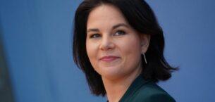 Almanya'da Merkel'in yerine aday olan tek kadın Annalena Baerbock kimdir?