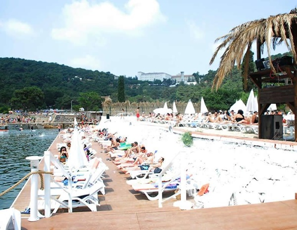 Kamos-Beach-Club-Kınalıada