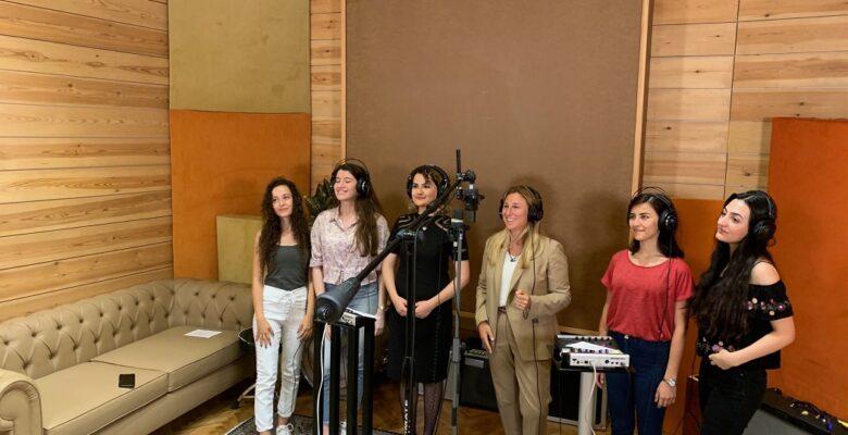 Türkiye'nin Mühendis Kızları Şarkı Söylüyor