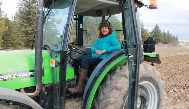 Akademisyen Aynur Ece, Burdur'da tarım yapıyor!
