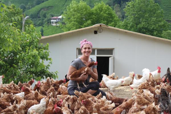 Köyüne dönen Sevtap Saruhan, tavuk çiftliği kurdu