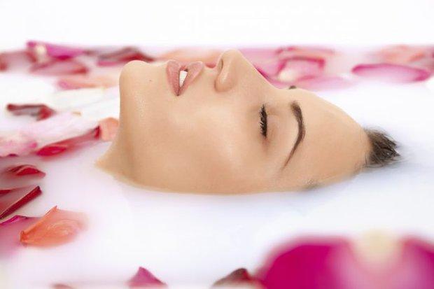 Doğal çiçek sularının (hidrosollerin) cilde yararları
