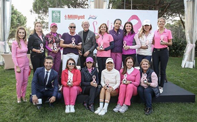Kadın golfçüler, meme kanserine dikkati çektiler